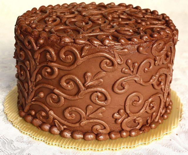 Lindo e delicado, confeitado com o próprio chocolate.
