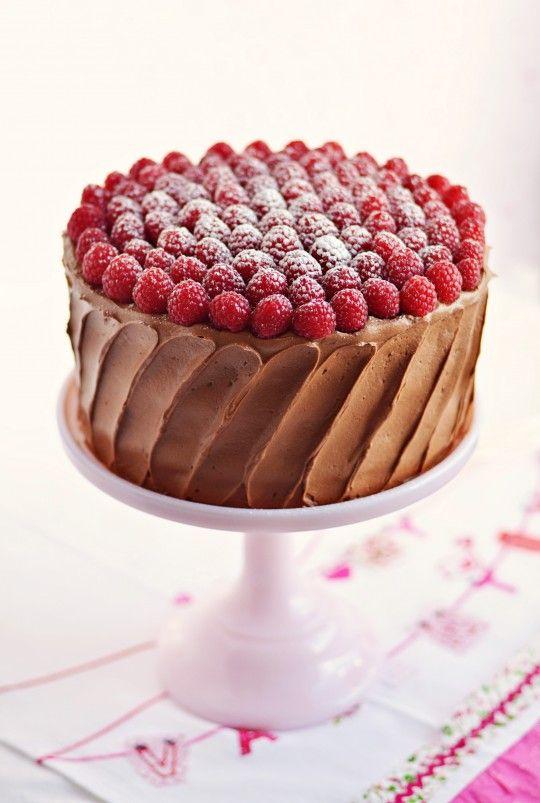 Cara de fácil e de delicioso, com frutas o chocolate fica bem melhor.