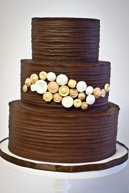 Trabalho lindo, que pode ser feito em bolos pequenos também, e já faz diferença.